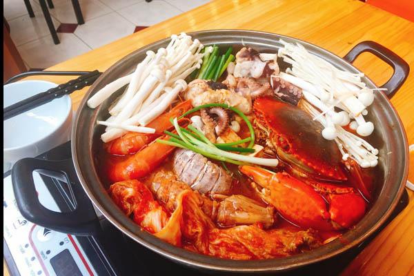 Lẩu Kim Chi Hải Sản