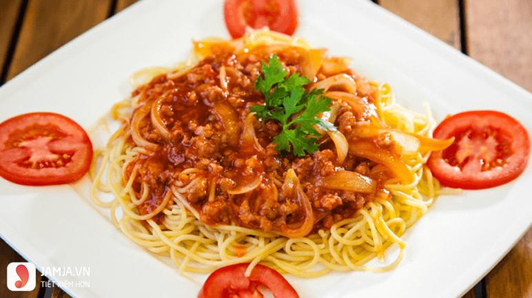 Cach Lam Mi Xao bò sốt cà chua