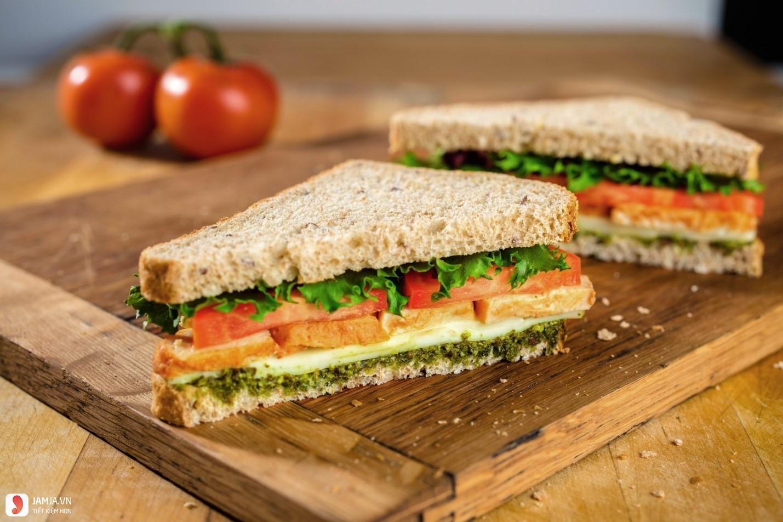 Bánh Mì Sandwich Trứng Rau Trộn