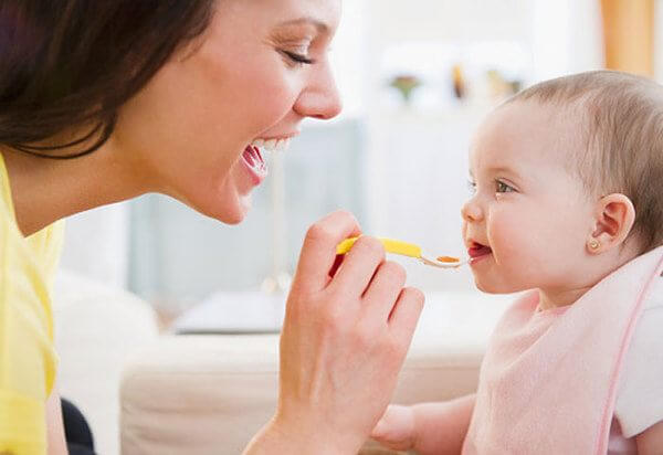 Nên Tập Cho Bé ăn Trứng Từng Chút Một