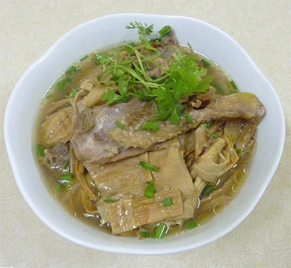 Vịt Nấu Măng Khô